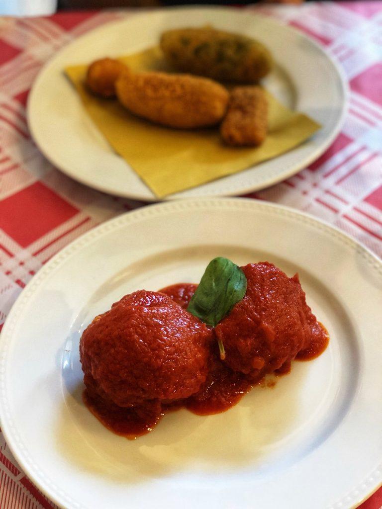 polpette e fritti alla Trattoria da Nennella a Milano