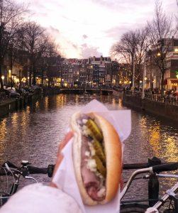 Dove mangiare ad Amsterdam: panino con l'aringa