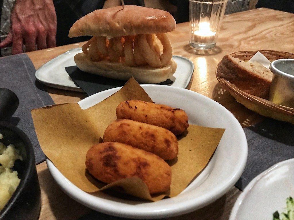 Tapas de Pescado: crocchette e panino