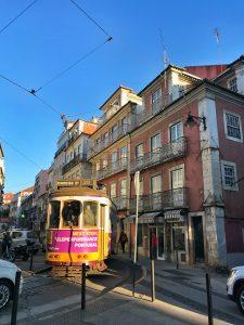 Strada di Lisbona con Tram 28