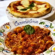Gnocchi alla sorrentina e pizza in due cotture da Carmelina a Milano