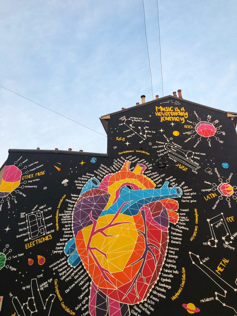 Street art a Milano: Music is a Never Ending Journey