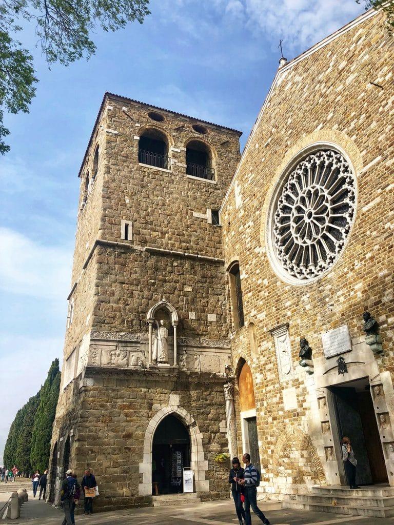 Cosa vedere a Trieste: l'esterno della Cattedrale di San Giusto