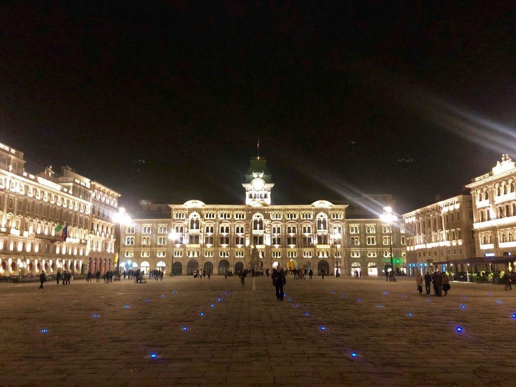 Cosa vedere a Trieste: Piazza Unità d'Italia di notte