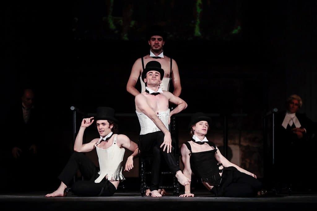 Atti osceni al teatro Elfo Puccini