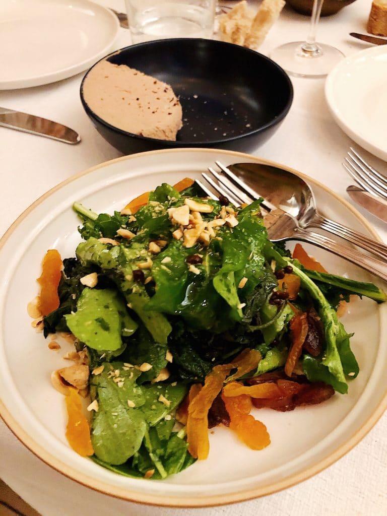 Insalata con ortiche e kale e patè di fegatini