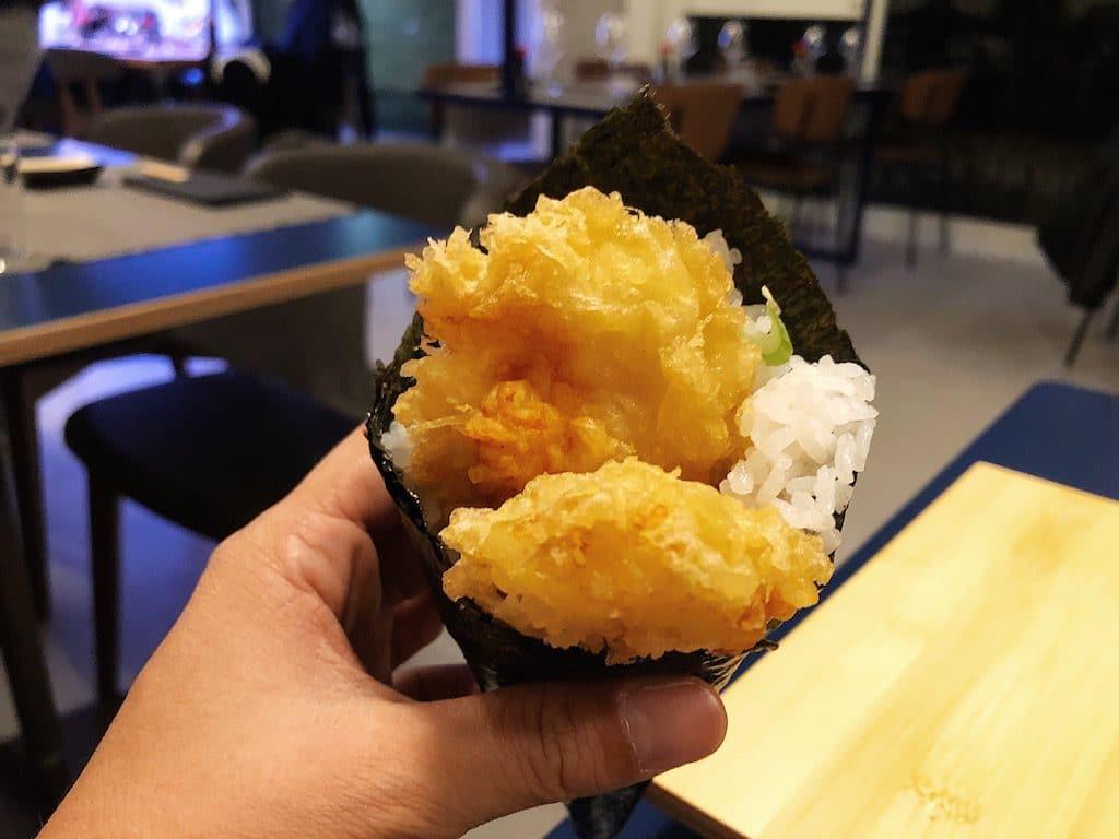 Il temaki con tempura di capasanta