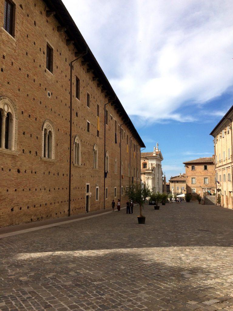 Urbino, Piazza Rinascimento