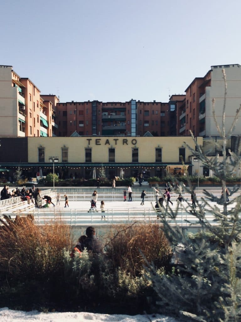 Natale a Milano: la pista di pattinaggio ai Bagni Misteriosi