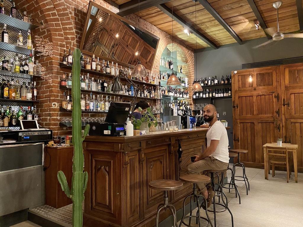 interno e bancone del bar