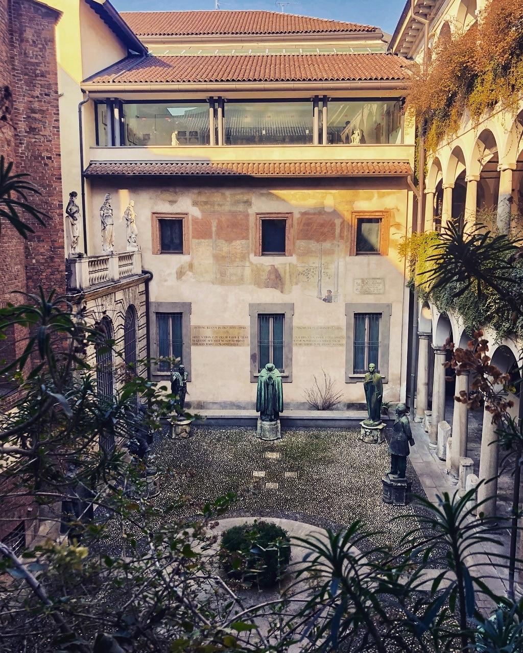 Musei di Milano: Il Cortile degli Spiriti Magni della Pinacoteca Ambrosiana
