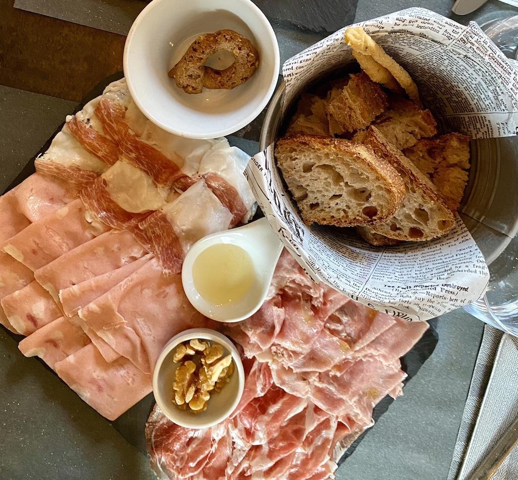 Spesa nei ristoranti: i salumi de La Sala del Vino
