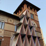 Passeggiata da Buonarroti a Citylife: Castello di carte in Piazza Amendola