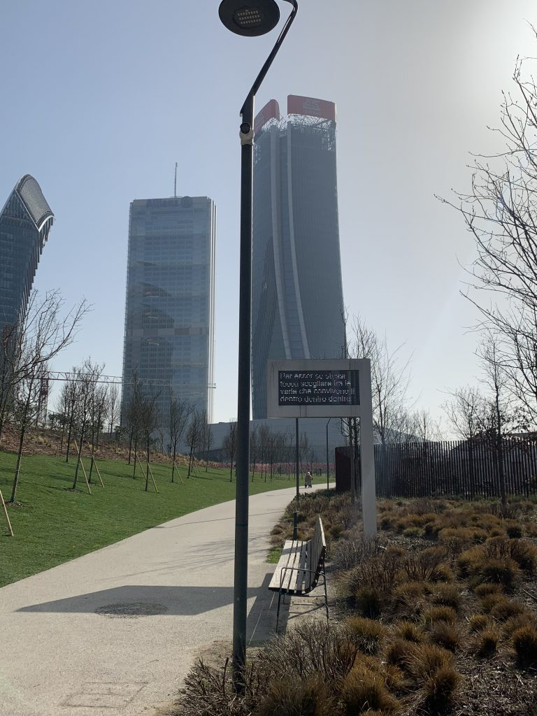 """Passeggiata a Citylife: Opera """"Daily Desiderio"""" di Riccardo Vanessi"""