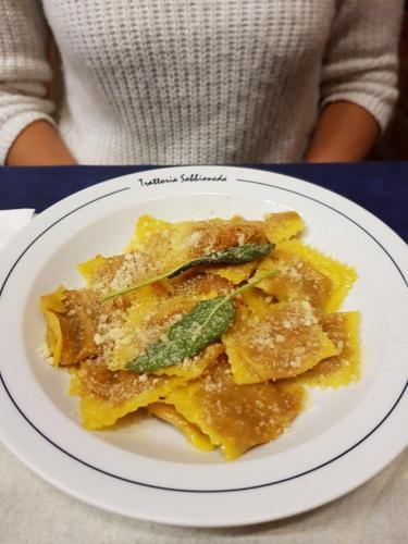 Trattoria Sabbioneda: ravioli di zucca e plin